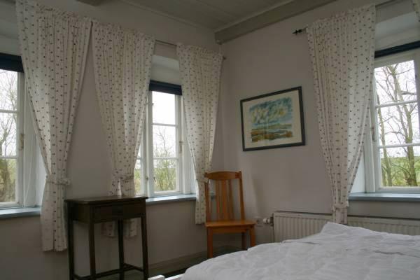 die hauptwohnung auf westerdeich 80 quadratmeter bieten auch gr eren familien platz. Black Bedroom Furniture Sets. Home Design Ideas